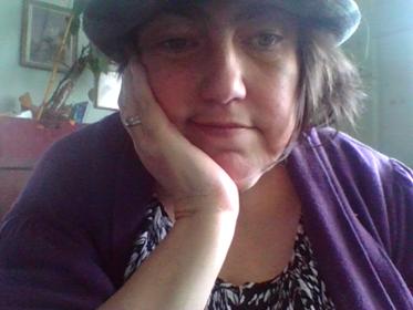 Karen Vaughan hat